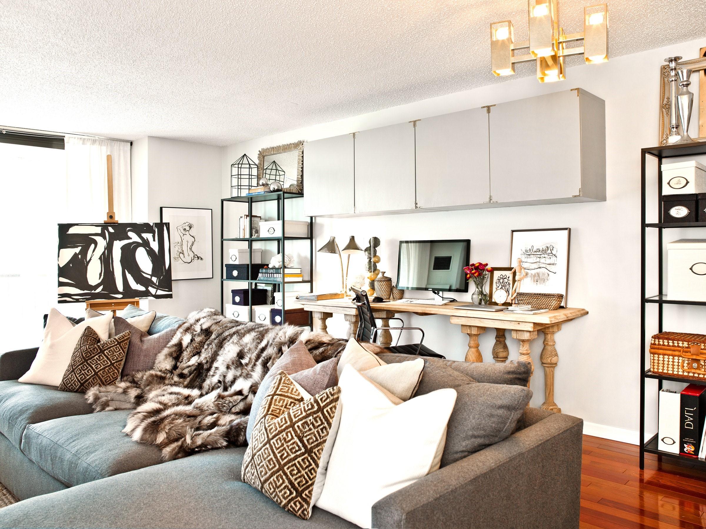 Découvrez quelques exemples ci-dessous et voyez comment vous pouvez réinventer votre propre salon pour faire de la place pour un bureau.