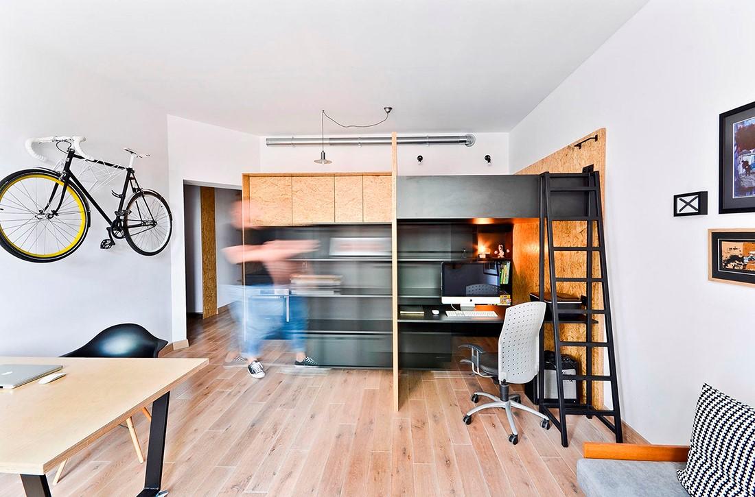 Essayez de concevoir un bureau compact dans des espaces oubliés, comme l'espace à côté de votre canapé ou même au bas de vos escaliers.