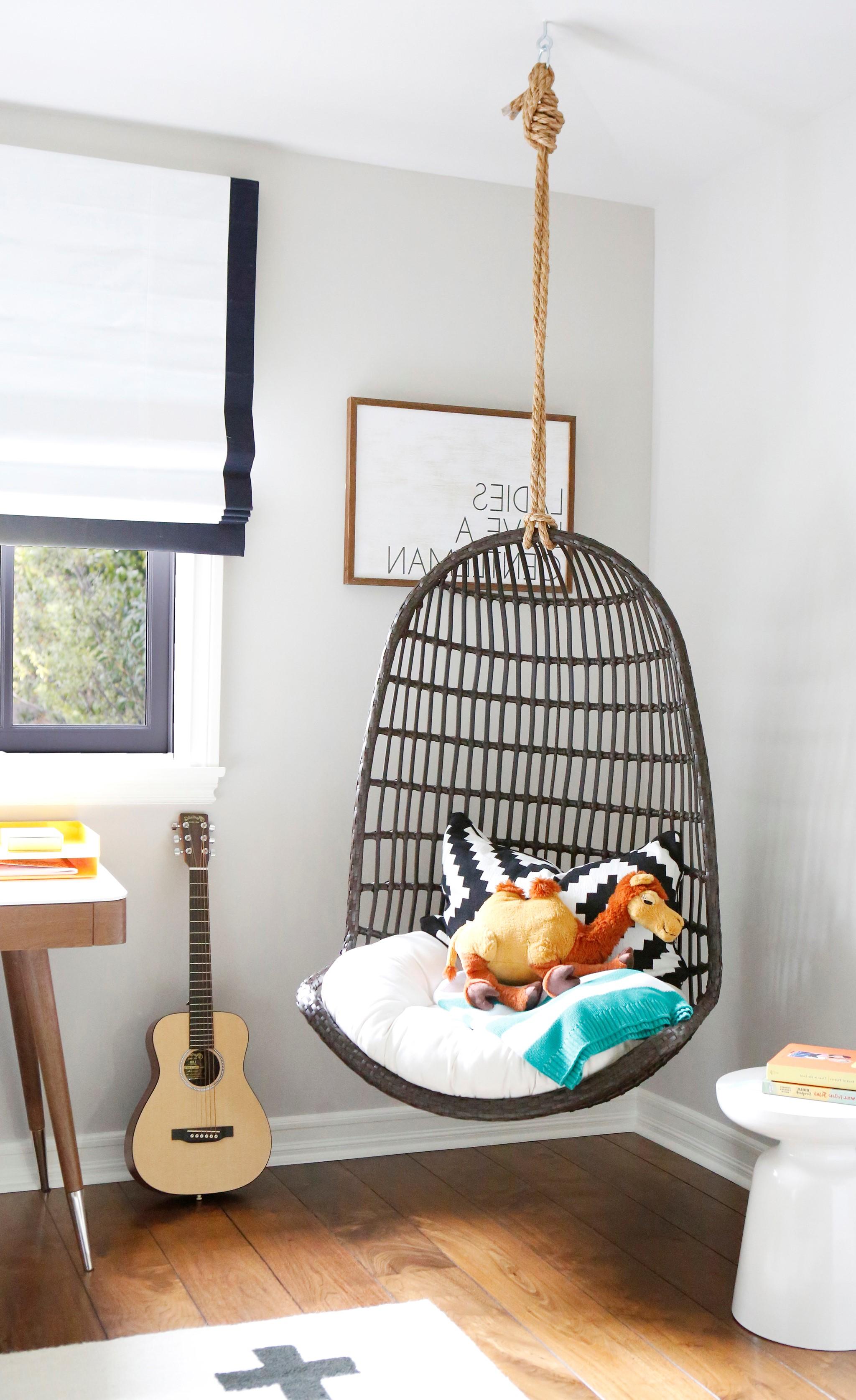 Cadeau de Noël pour fille: chaise suspendue moderne.