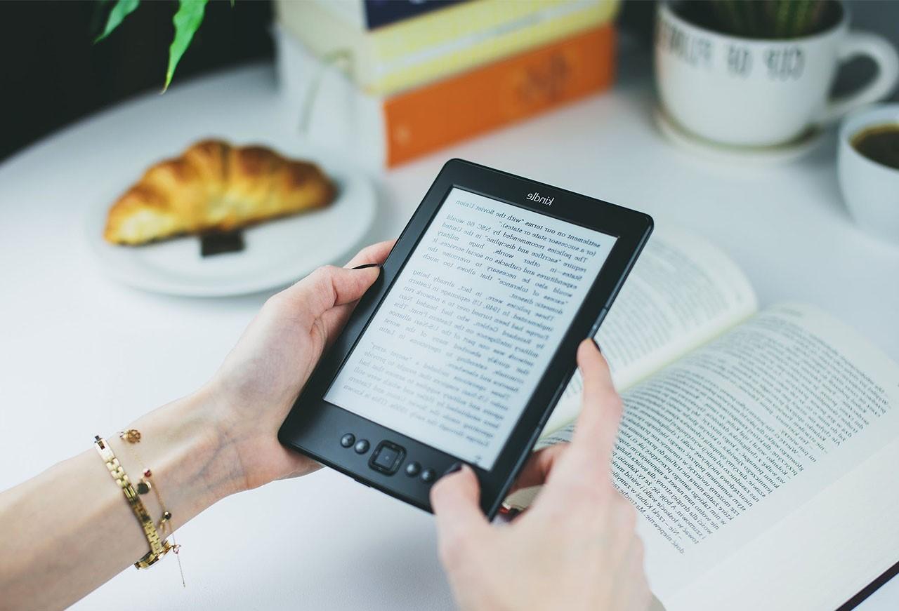 Cadeau de Noël: lecteur de livre électronique.