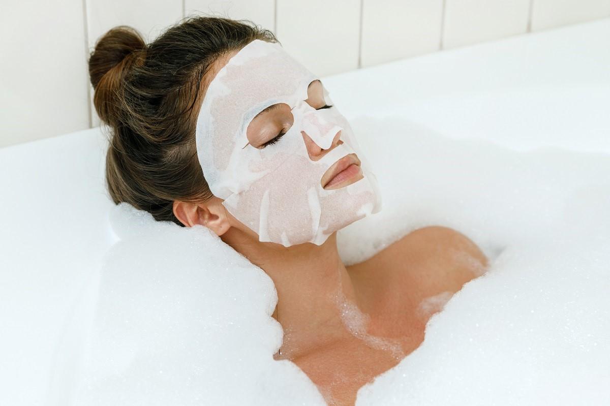Masque en feuille pour le visage.