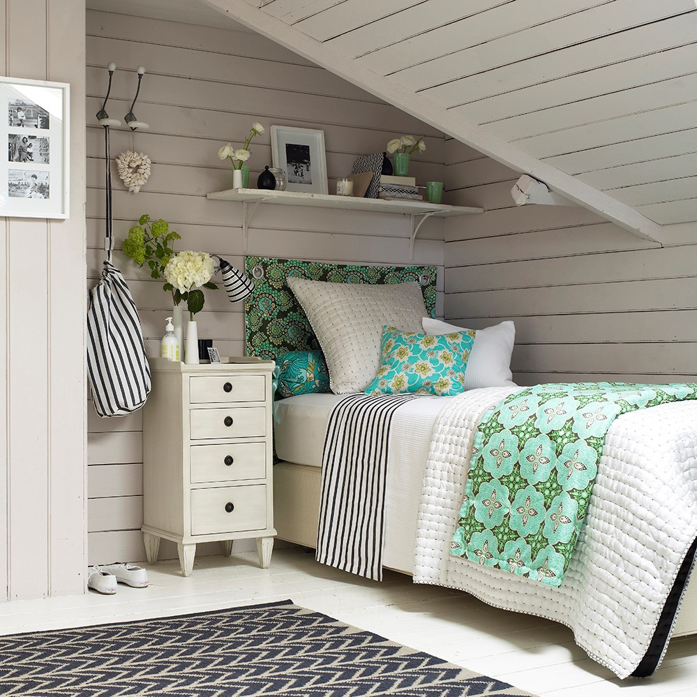 Petite chambre d'amis en blanc.