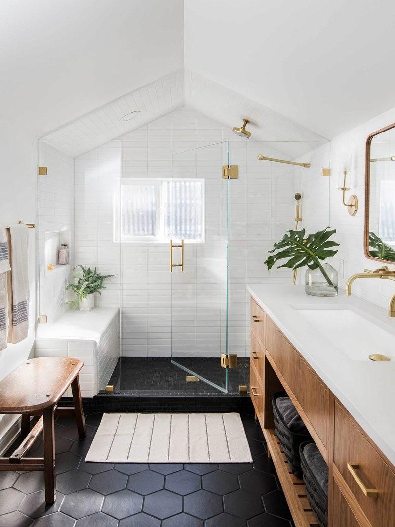 Lorsque vous avez un espace supplémentaire dont vous ne savez pas quoi faire, une autre salle de bain n'est jamais une mauvaise idée.