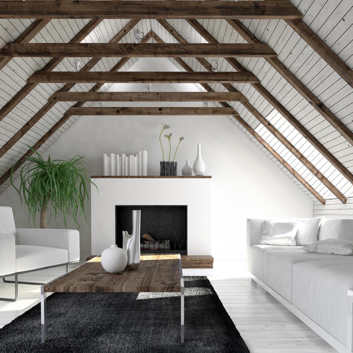 Décorez le plafond avec des poutres rustiques pour un look artistique.
