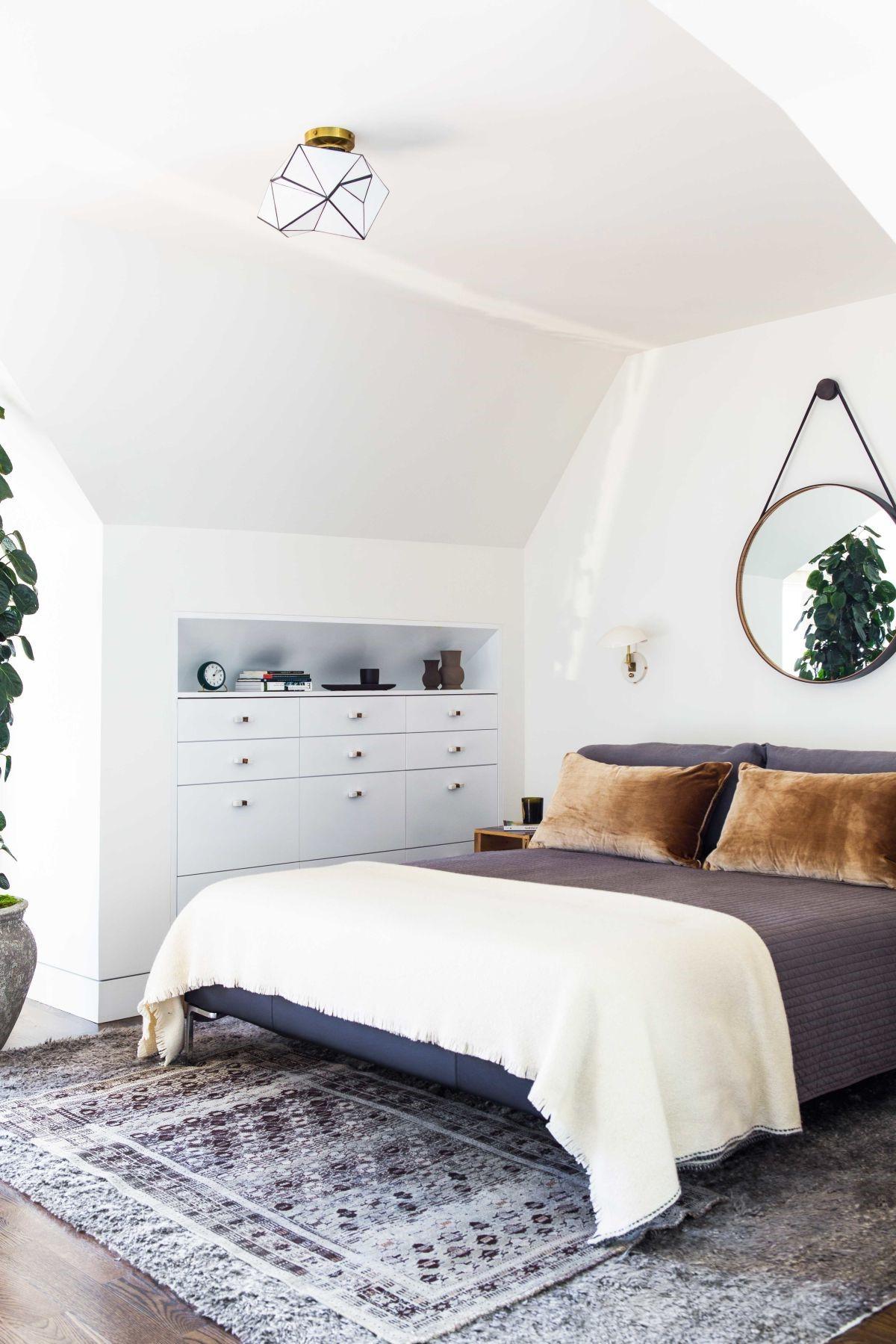 Pour éviter de vous sentir claustrophobe, utilisez une couleur blanche pour le plafond.