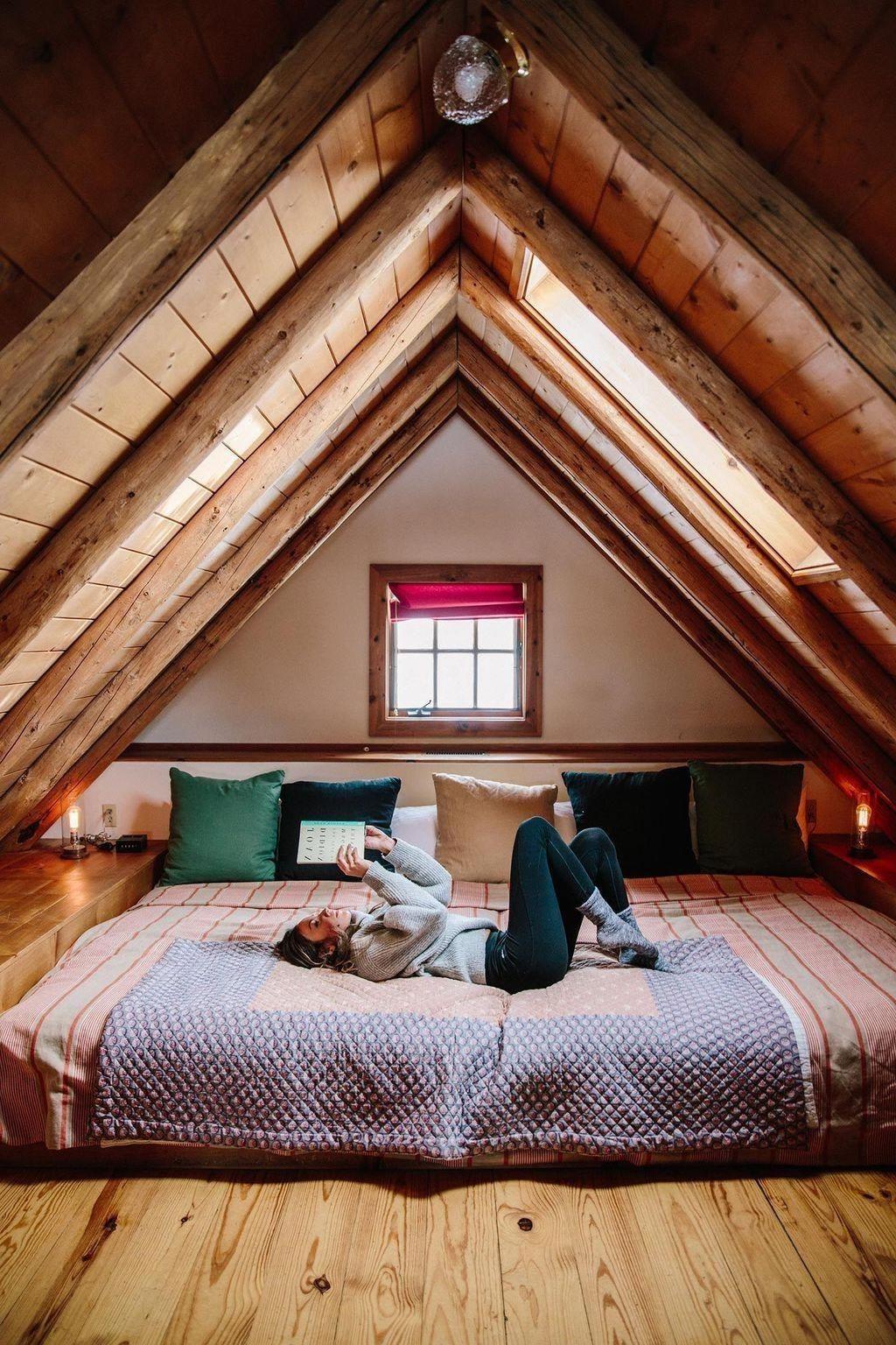 Placez le matelas sur le sol pour que les plafonds se sentent un peu moins bas.