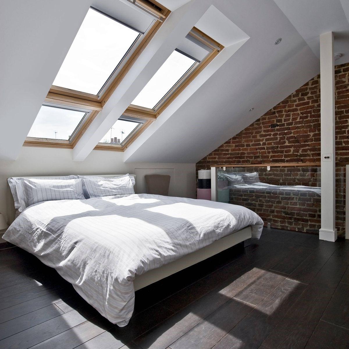 Les greniers dégagent une atmosphère éthérée en raison de leurs lignes architecturales uniques.