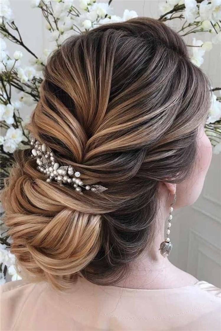 Coiffures de mariage pour cheveux longs: chignon chic.