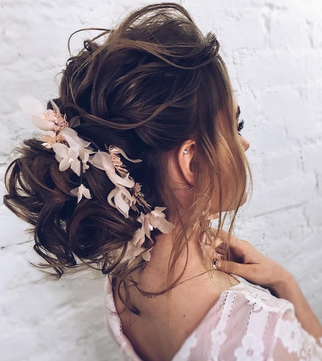 Cette coiffure est parfaite pour les femmes dont le style est plus féminin et doux.