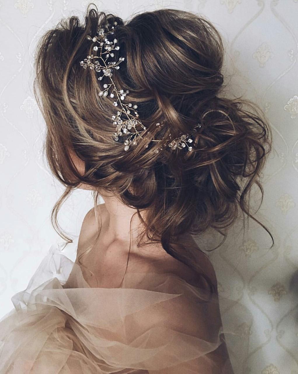Ce look est totalement nuptial: romantique, doux et impressionnant.