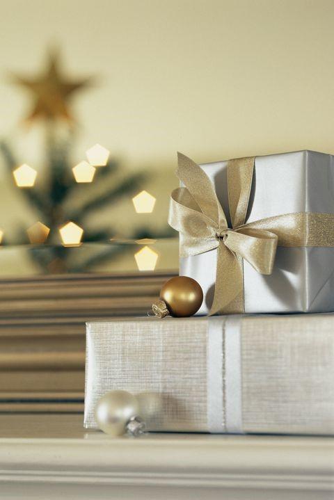 Cadeaux élégamment emballés.