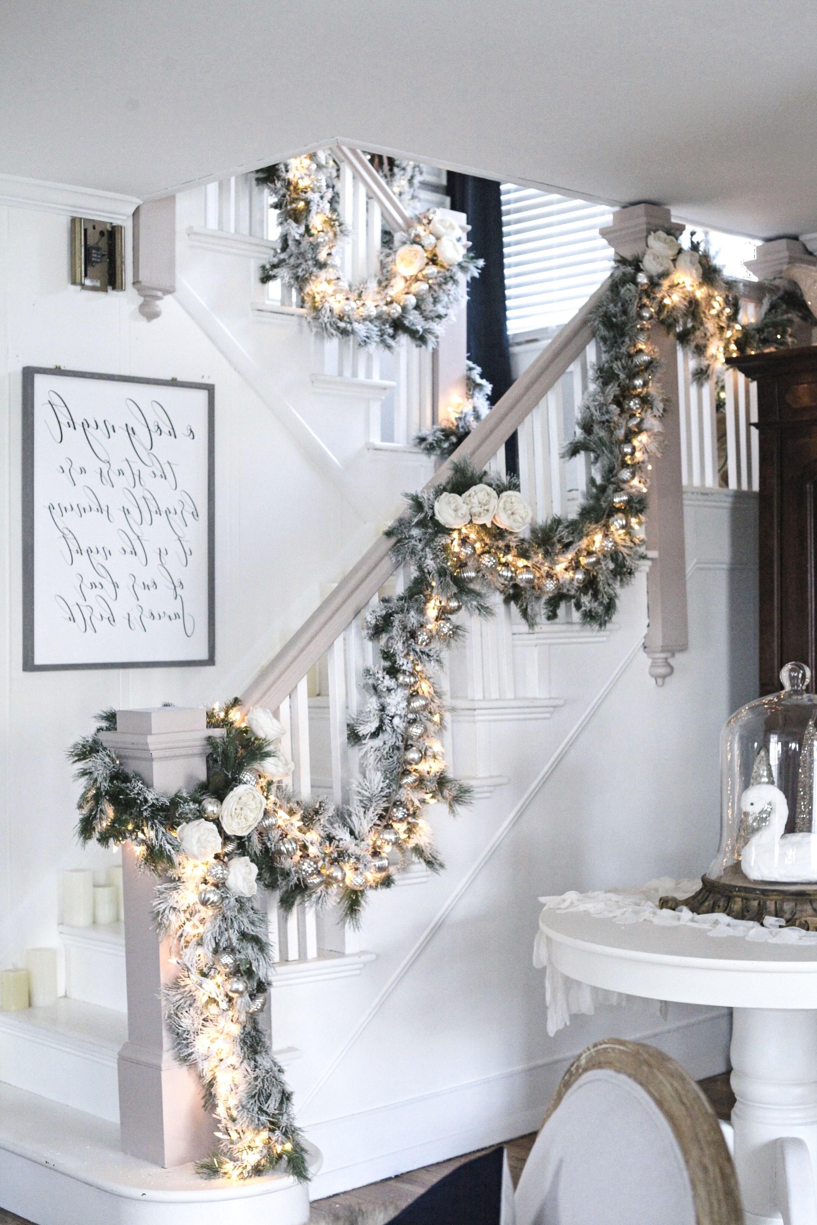 Décorez vos escaliers pour une atmosphère encore plus festive.