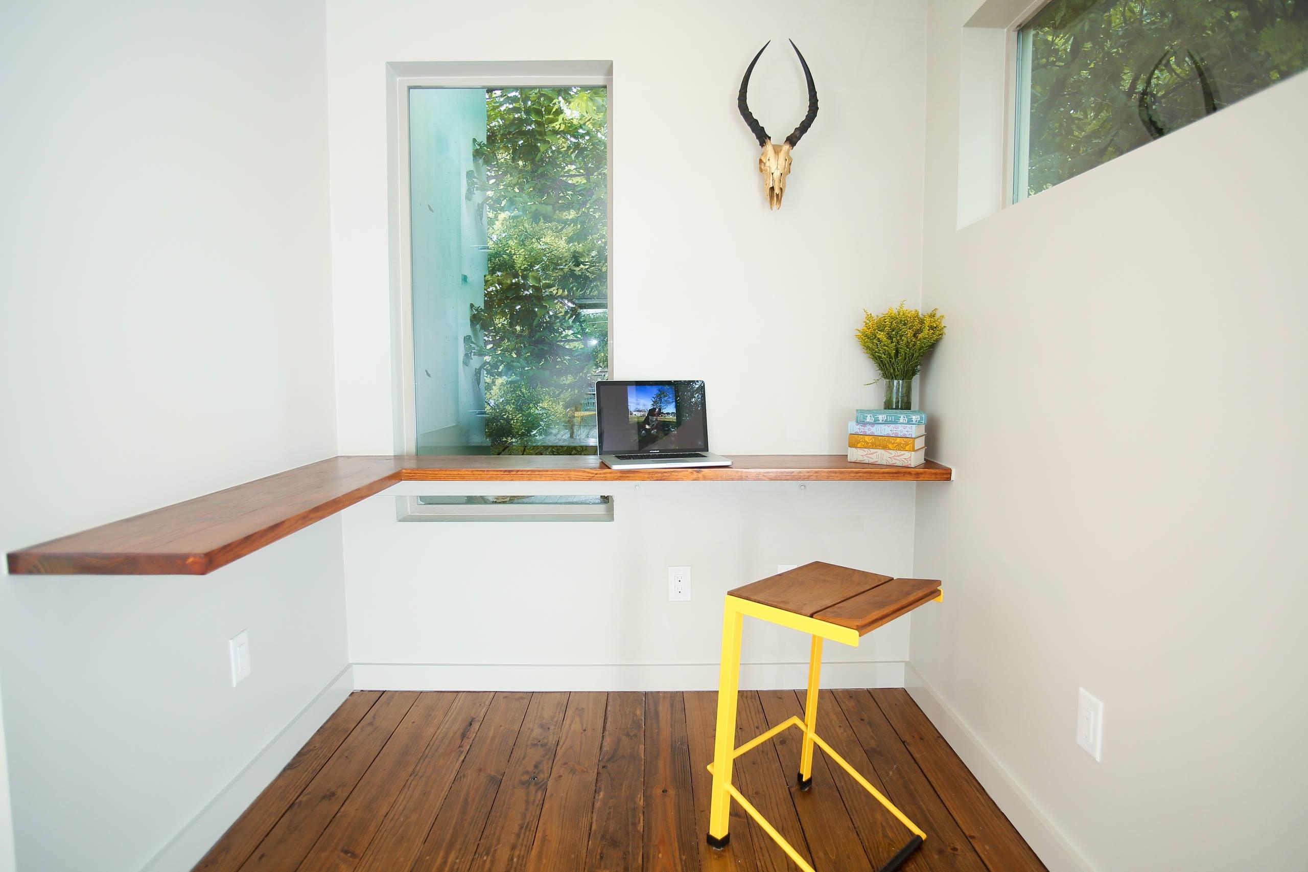 Conception de bureau inhabituelle parfaite pour deux personnes.