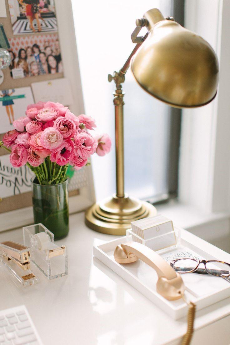 En fait, le fait d'avoir nos objets personnels sur le bureau nous incite à travailler plus fort.