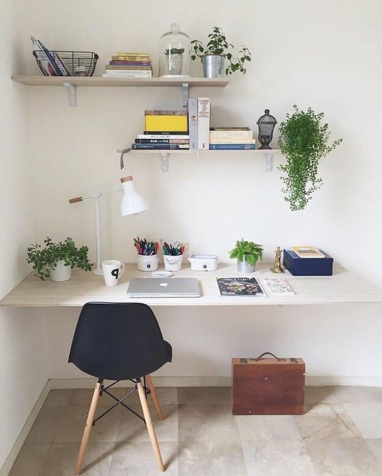 Incorporez les couleurs qui font que vous vous sentez bien dans votre décor et faites de votre espace de travail votre lieu de détente.