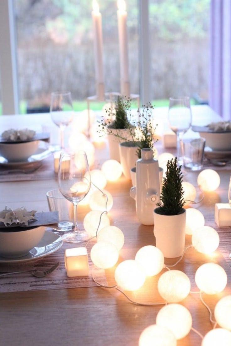 Décorez la table de fête avec ces délicates lumières de Noël.