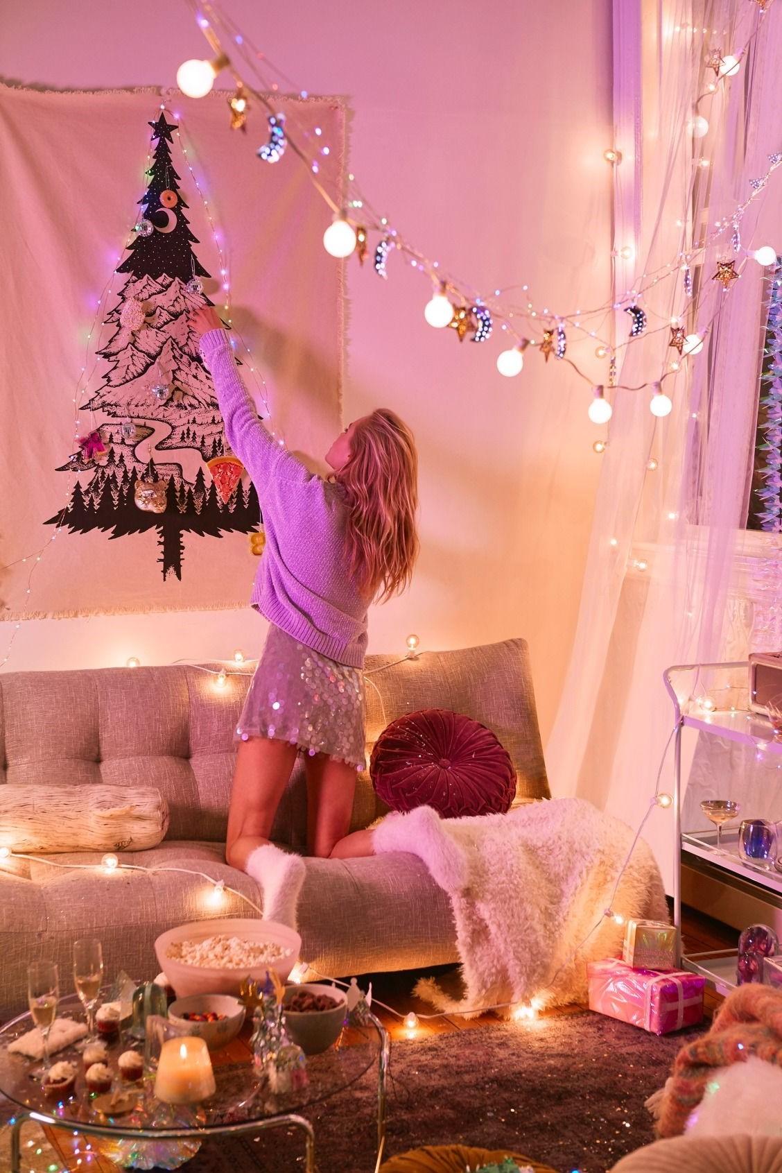 Décoration de Noël avec guirlande lumineuse.
