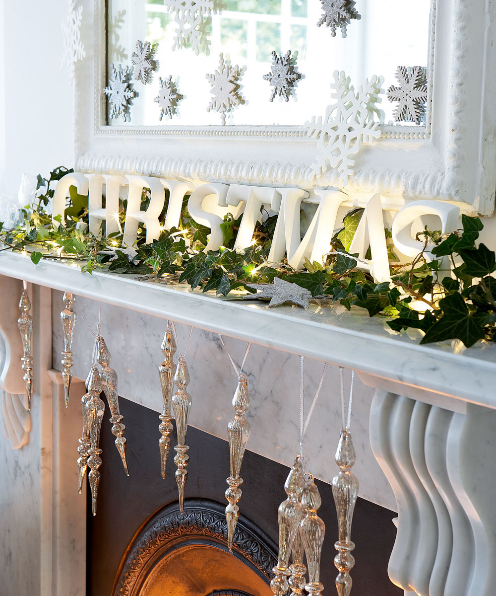 Cette année, écrivez des voeux spéciaux avec des lumières de Noël.