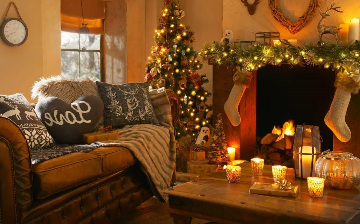 Décoration avec des lumières de Noël pour une atmosphère chaleureuse.