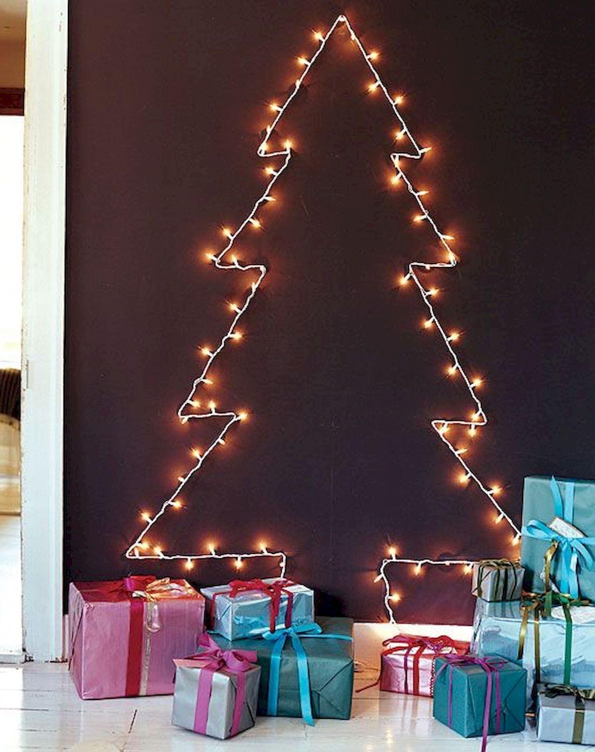 Décoration de Noël facile avec des guirlandes lumineuses.