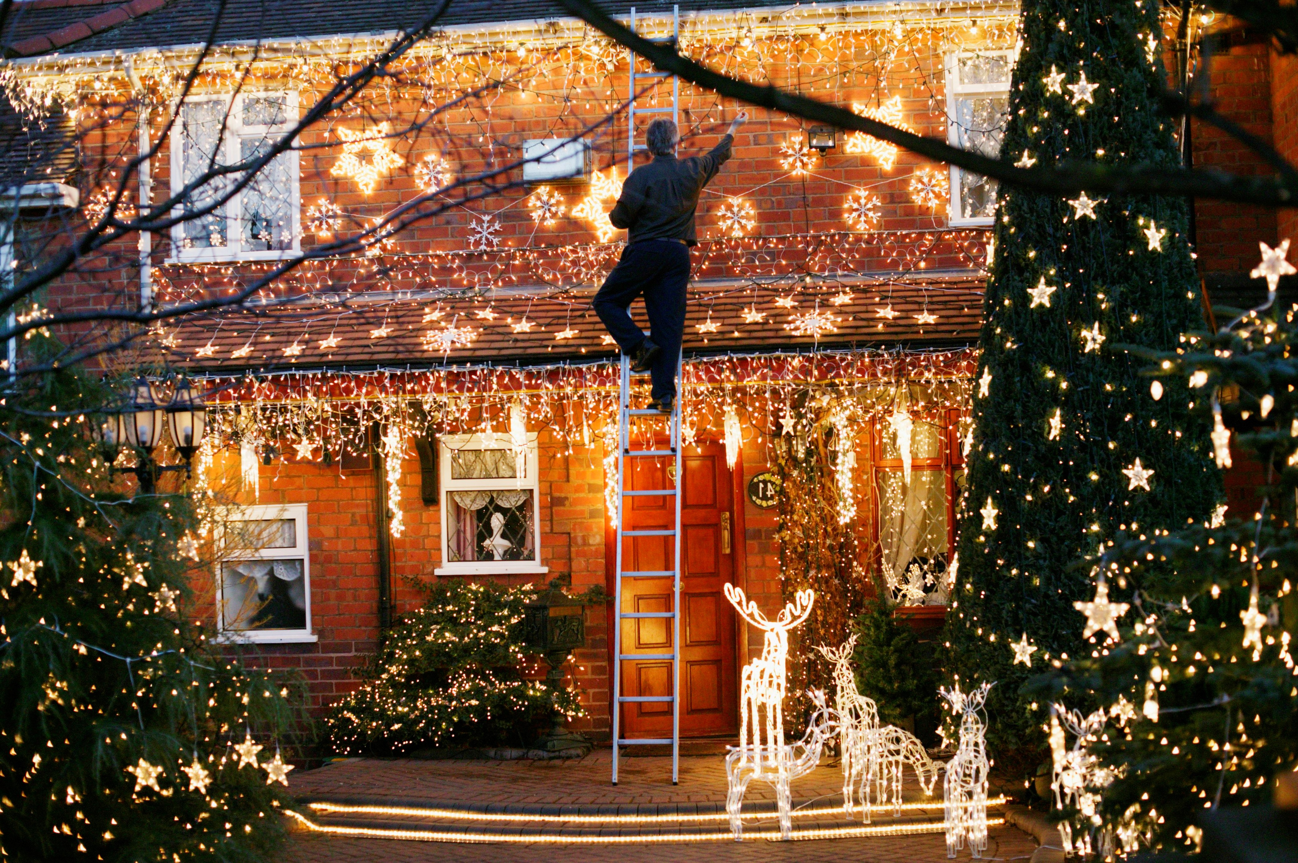 Cette décoration de Noël en plein air fera que les passagers s'arrêteront pour l'admirer!