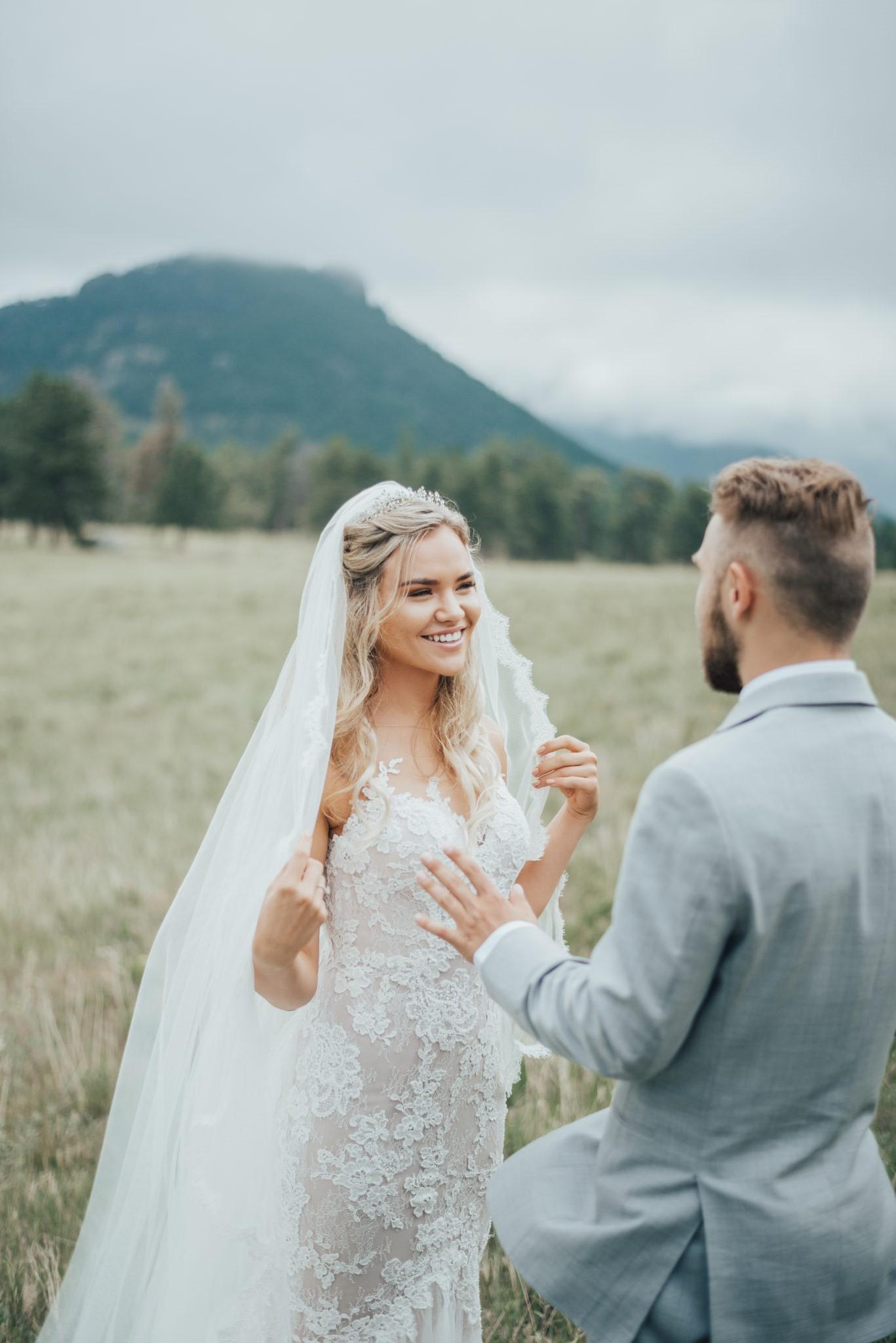 Prenez le temps de vous consacrer au maquillage de mariage qui vous rendra belle en cette journée spéciale.