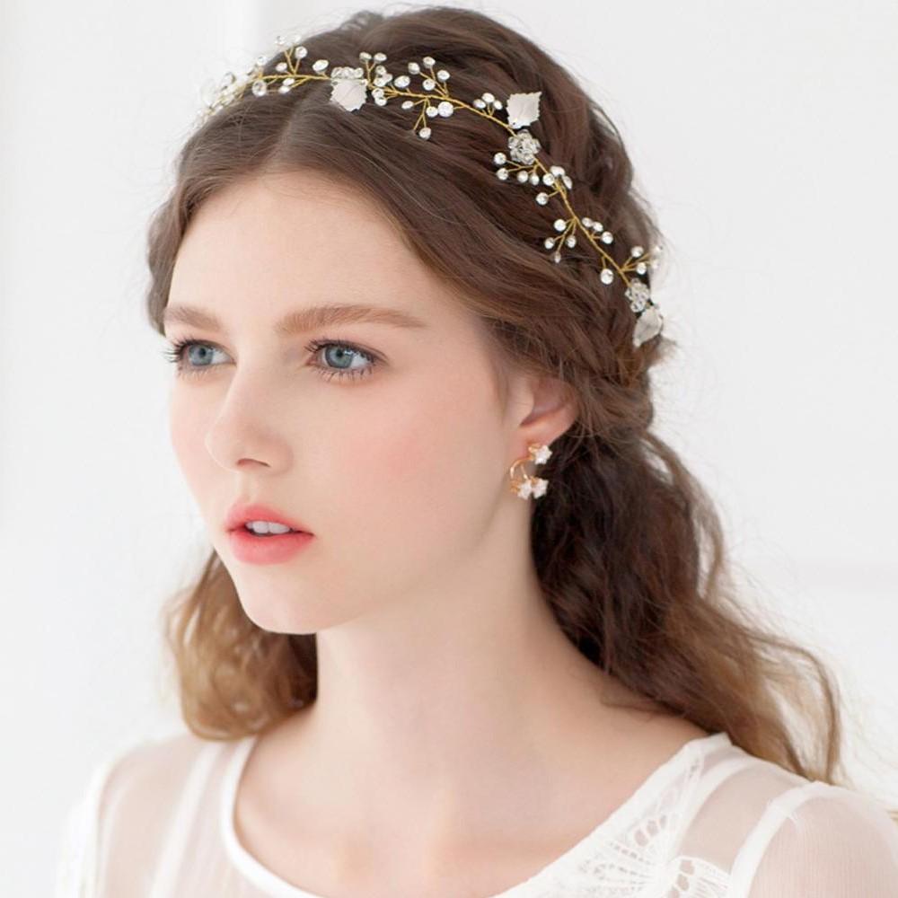 En outre, les vêtements jouent également un rôle clé dans le choix du maquillage de mariage pour les yeux verts.