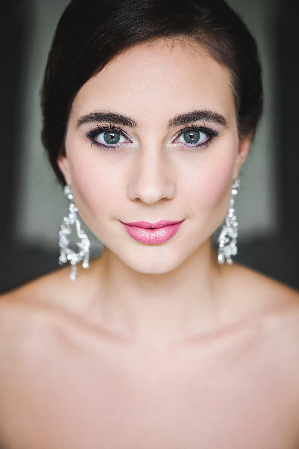 Les épousées aux yeux verts ont besoin de plus d'attention dans le choix des couleurs pour rendre leurs yeux plus profonds.