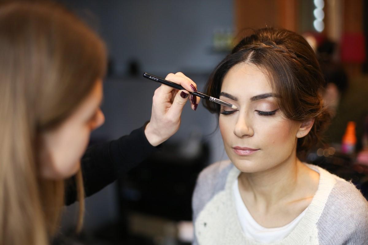 C'est bien que vous vous sentiez à l'aise, lorsque vous portez le maquillage pour la première fois, vous estimez que c'est le bon choix.