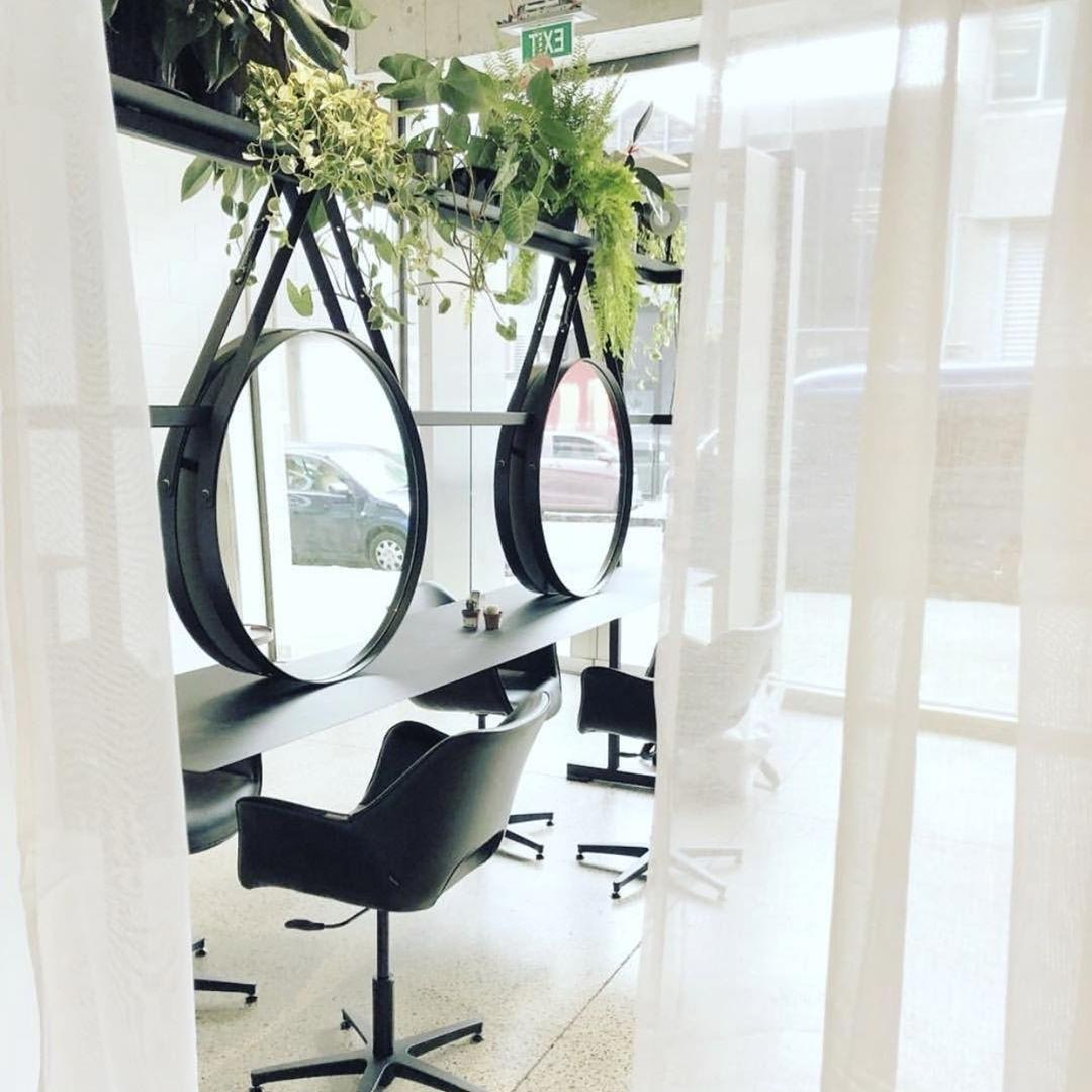Mobilier coiffure: Utilisez un espace vertical plutôt que d'essayer d'avoir un impact significatif sur la zone de travail.