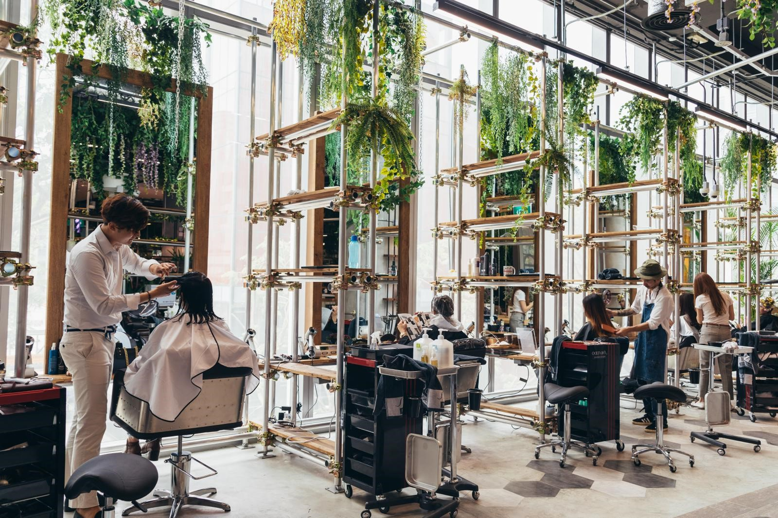 Mobilier coiffure: Il est également important de vous assurer que votre équipement de salon correspond à l'ambiance.