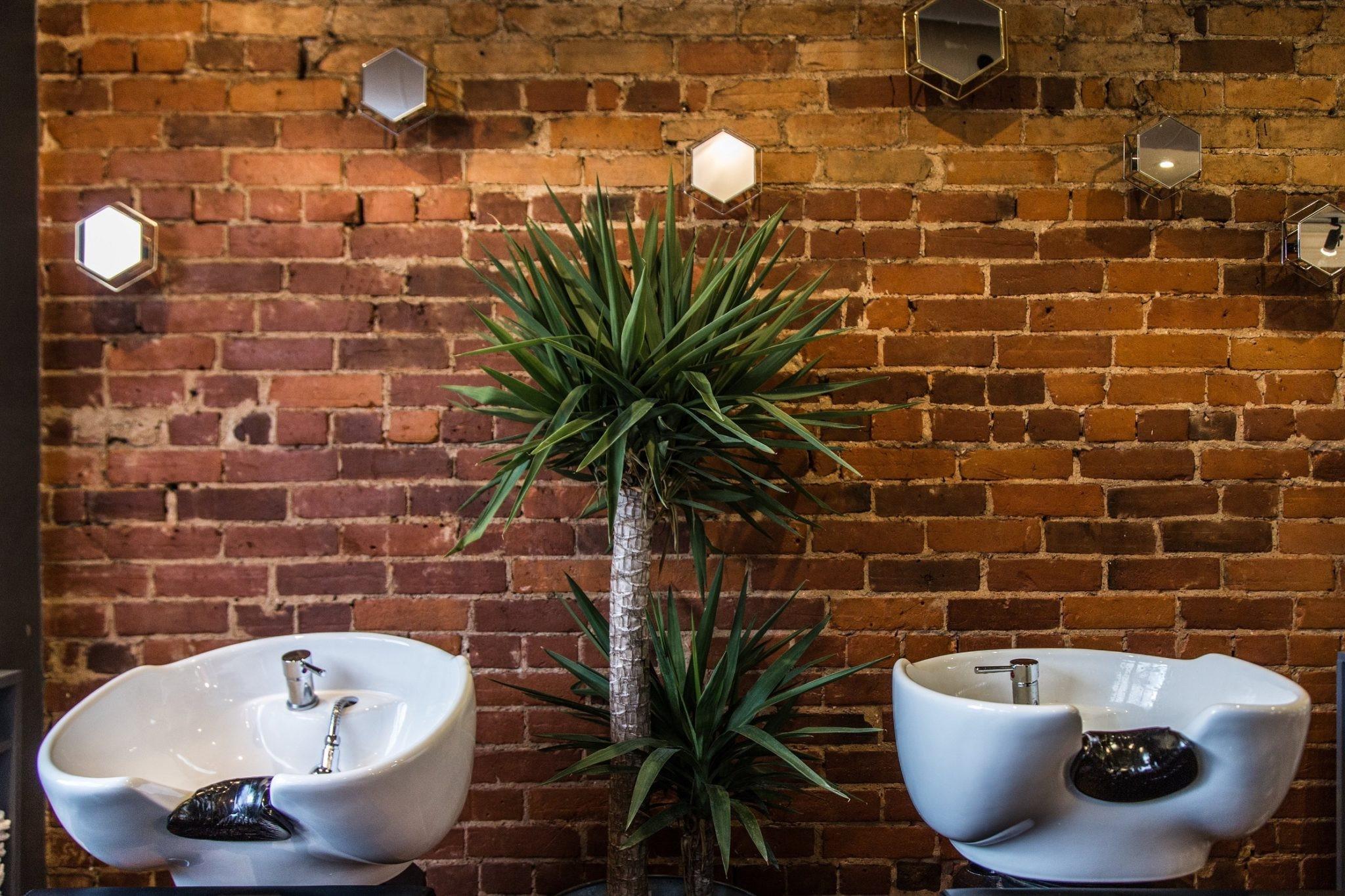 Une fois que vous avez choisi votre style, respectez-le - vous voulez que la conception de votre salon soit cohérente.