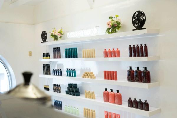 Choisissez de belles étagères pour présenter les produits que vous utilisez.
