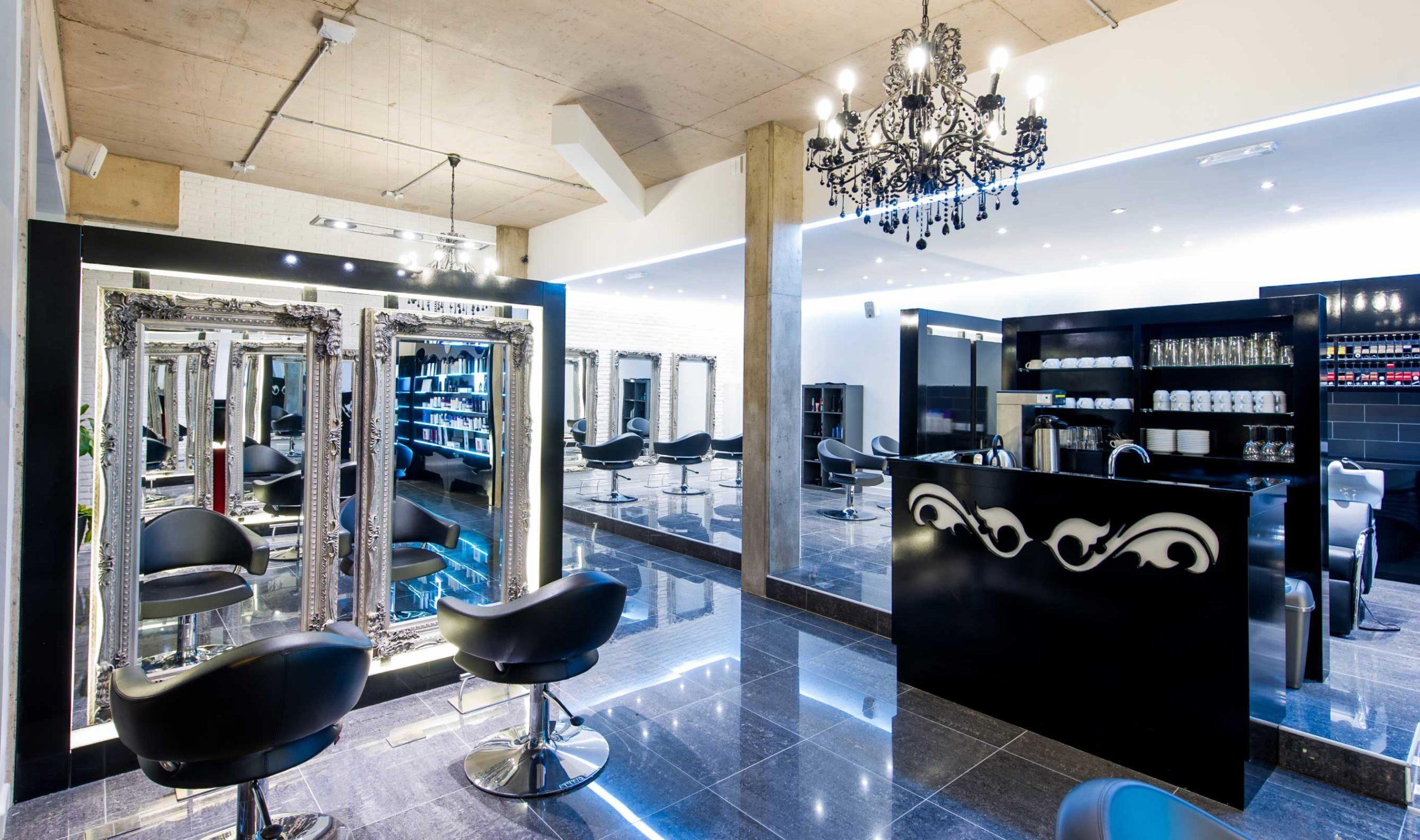 Mobilier coiffure: assurez-vous que les couleurs des meubles vont bien ensemble.