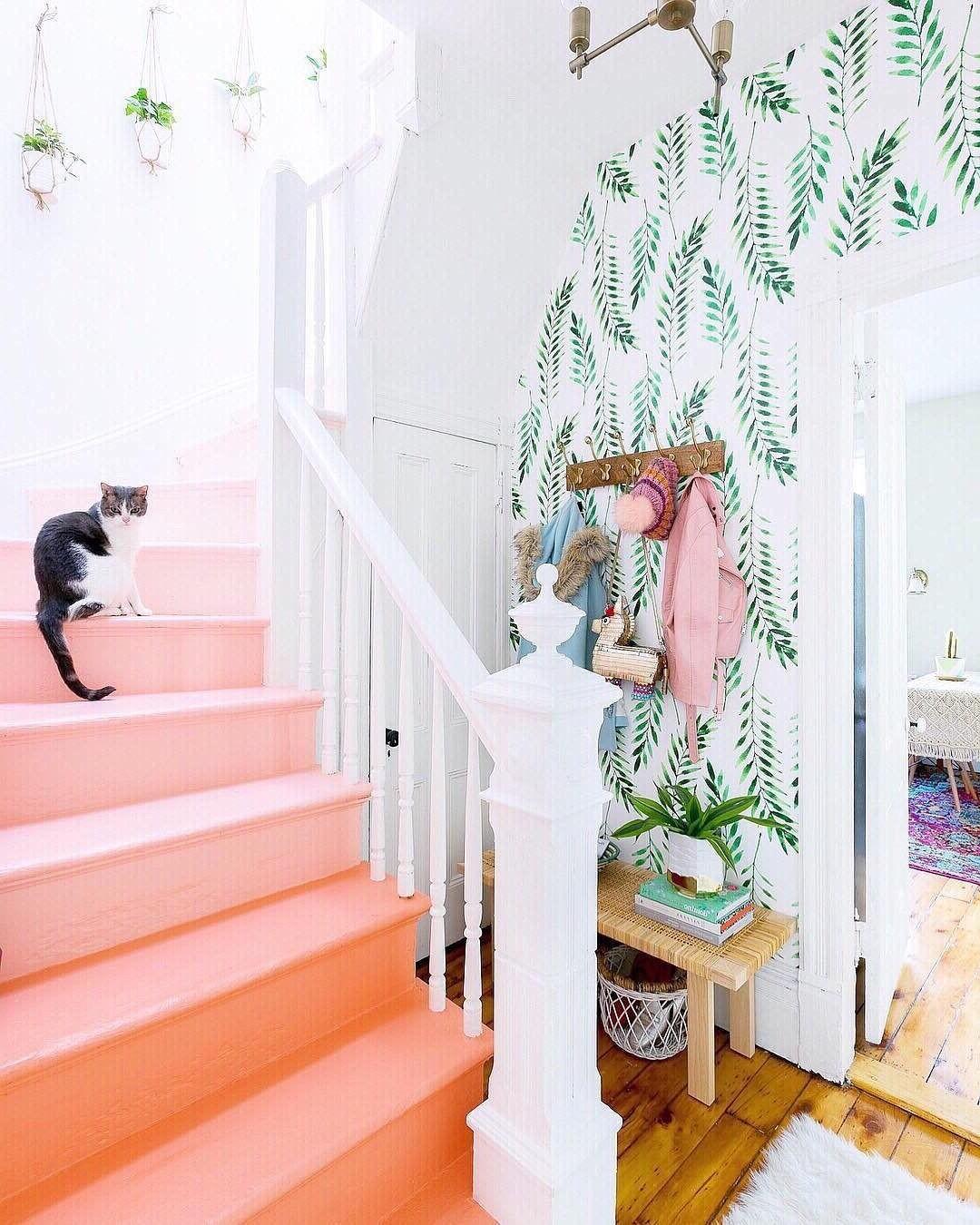 Préparez et les réparez les escaliers avant de procéder à les repeindre.