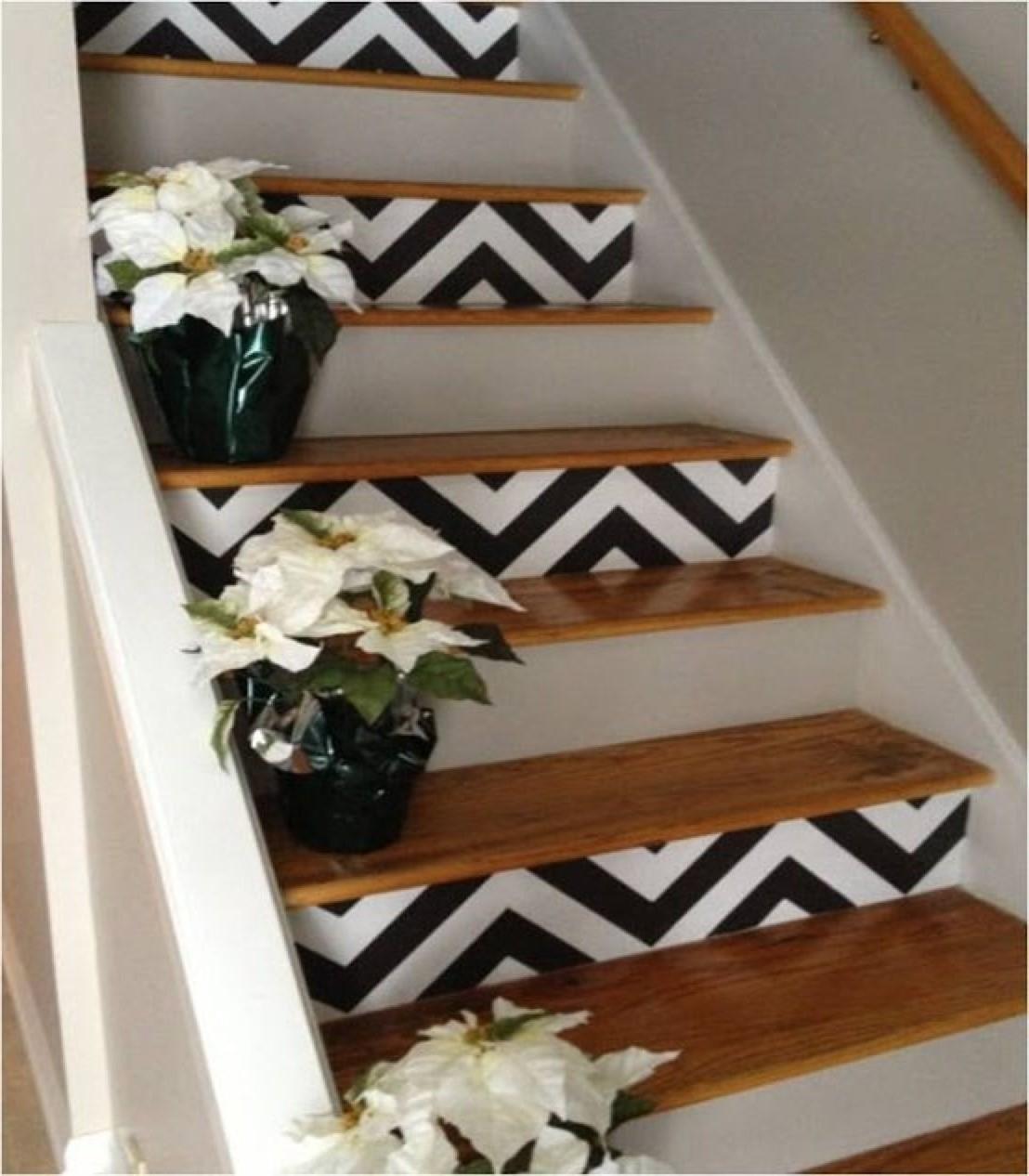 Utilisez-le pour nettoyer la saleté et la poussière avant de repeindre l'escalier.