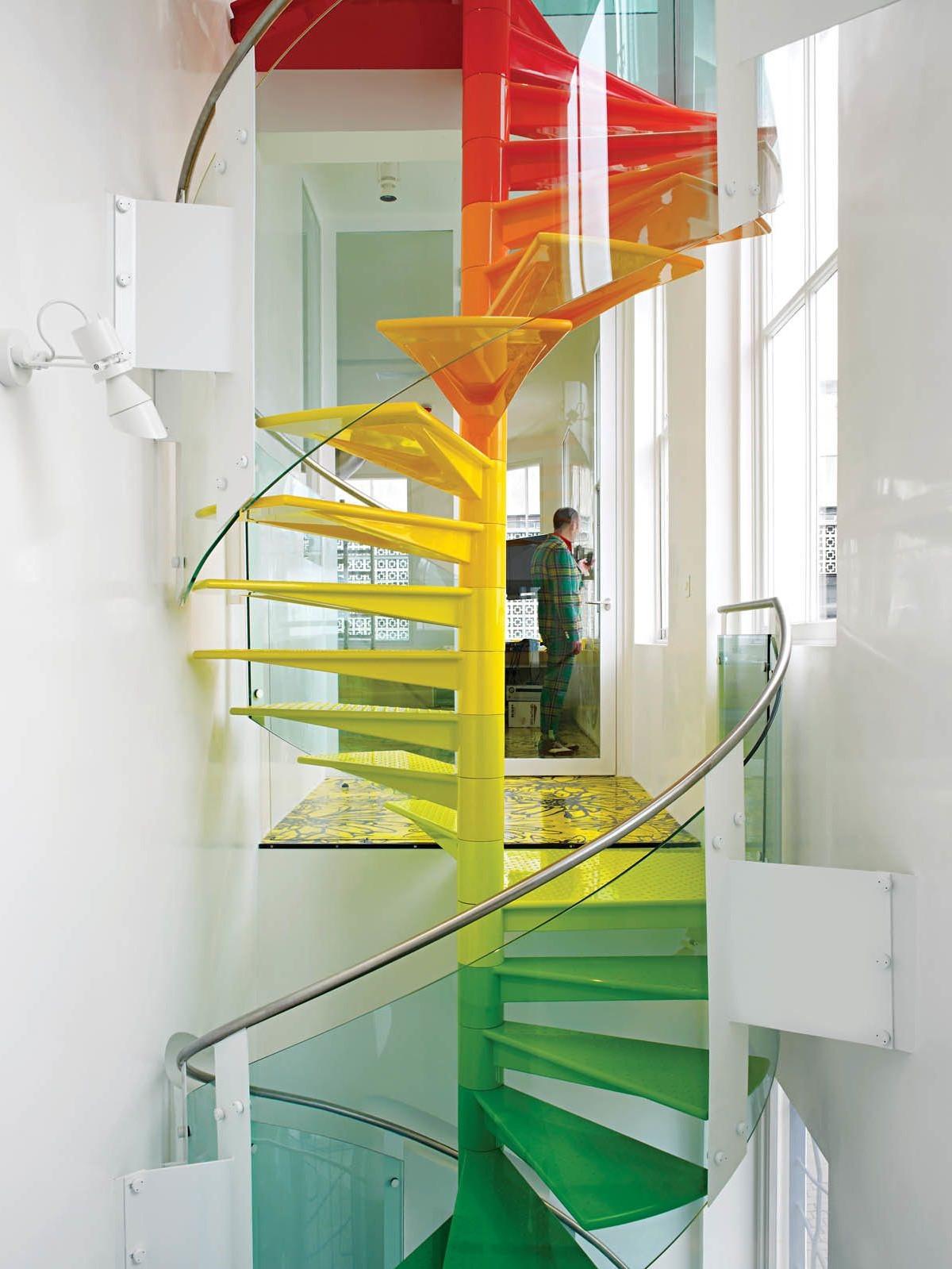 Maintenant, vos escaliers sont presque prêts pour appliquer un apprêt.