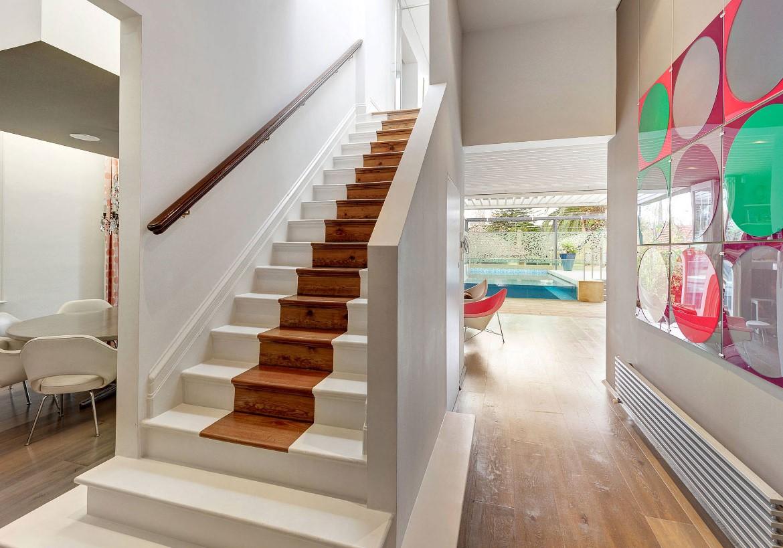 Repeindre les escaliers: le polyuréthane aide à protéger et à préserver la peinture.
