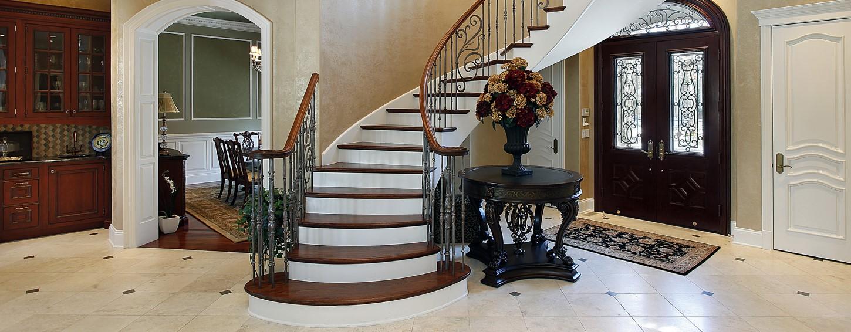 Repeindre l'escalier: le grain reste invisible même si la peinture a vieilli.