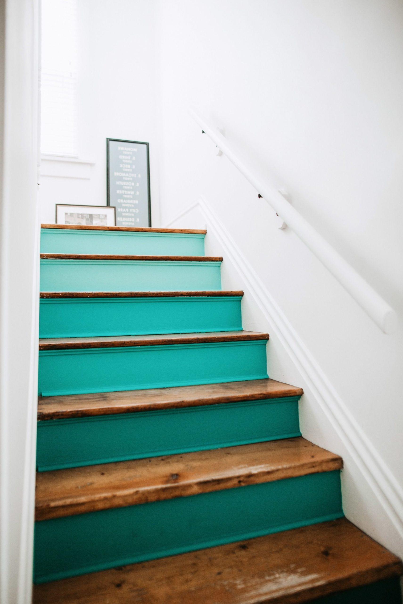 Repeindre l'escalier: il aide également à rendre les escaliers antidérapants.