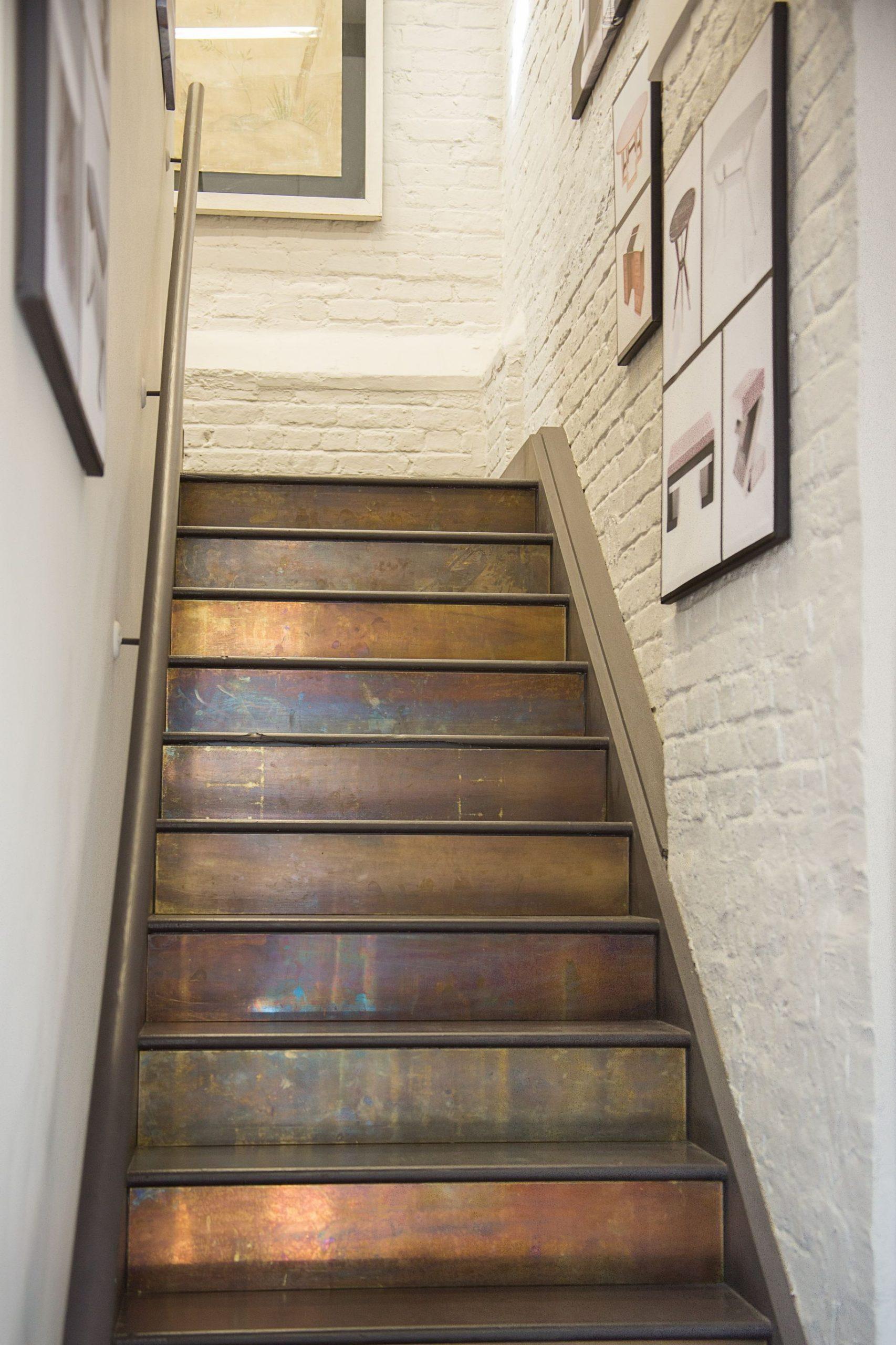 Avant de commencer à repeindre l'escalier, ne négligez donc pas de le nettoyer à fond.