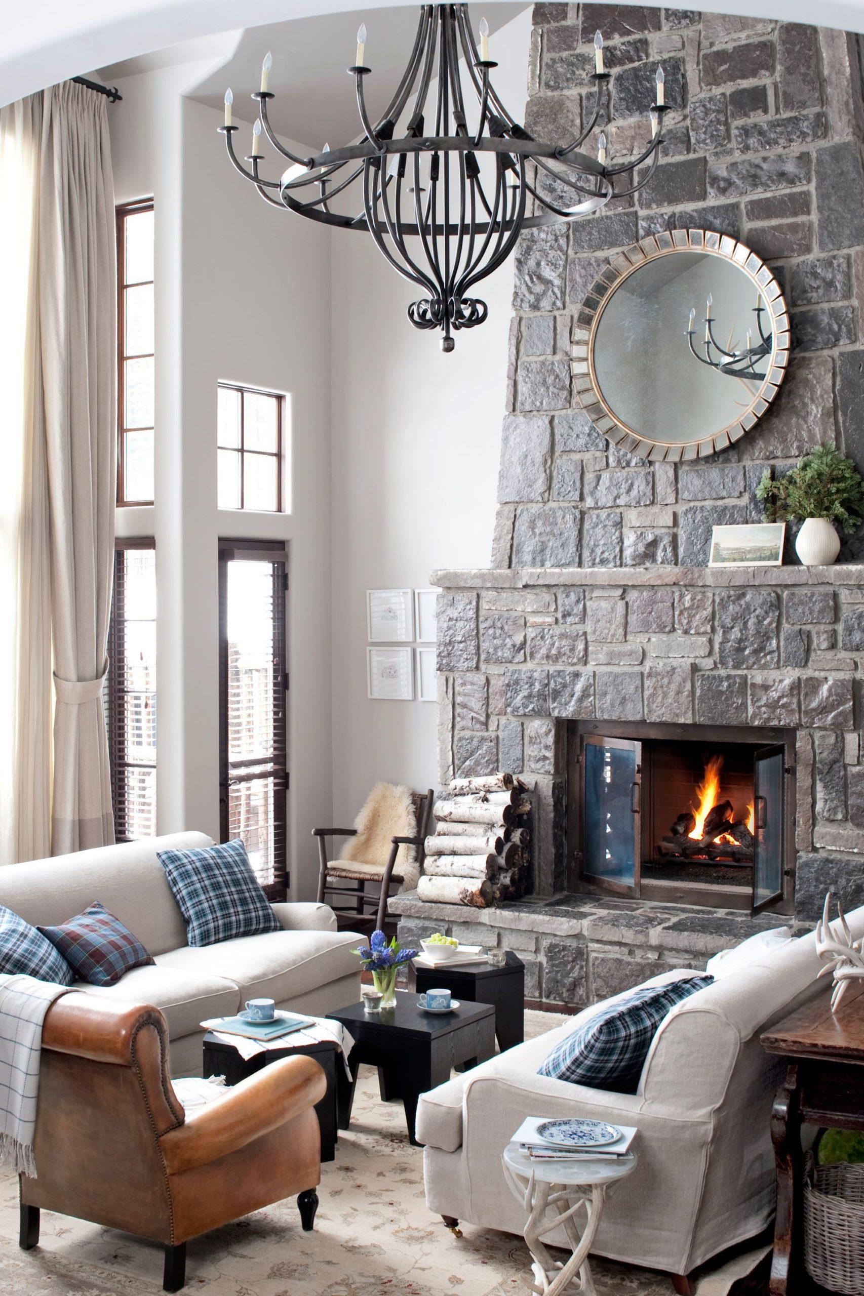 Les rideaux allant du sol au plafond sont un excellent moyen d'ajouter des couleurs chaudes à votre design.