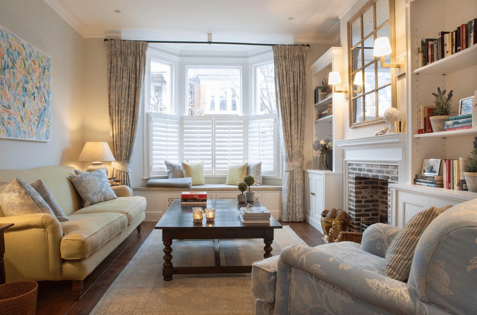Les rideaux peuvent également allonger une petite pièce et la faire paraître plus grande.