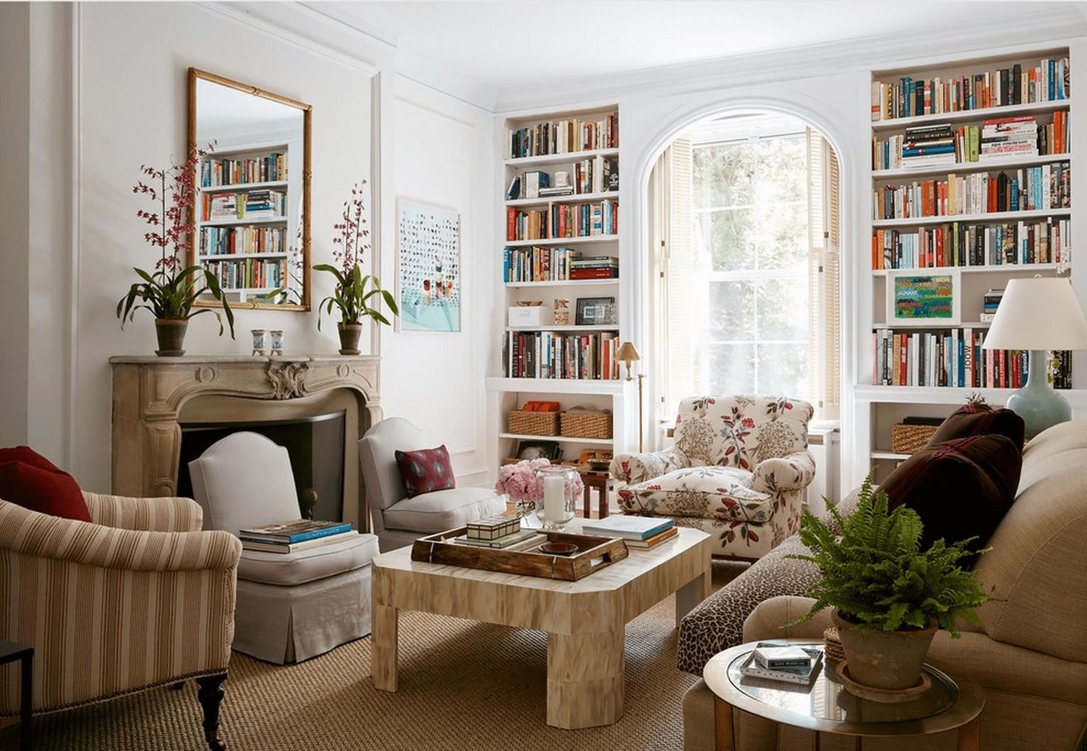 Ajoutez des bibliothèques et des livres dans votre salon chaleureux.