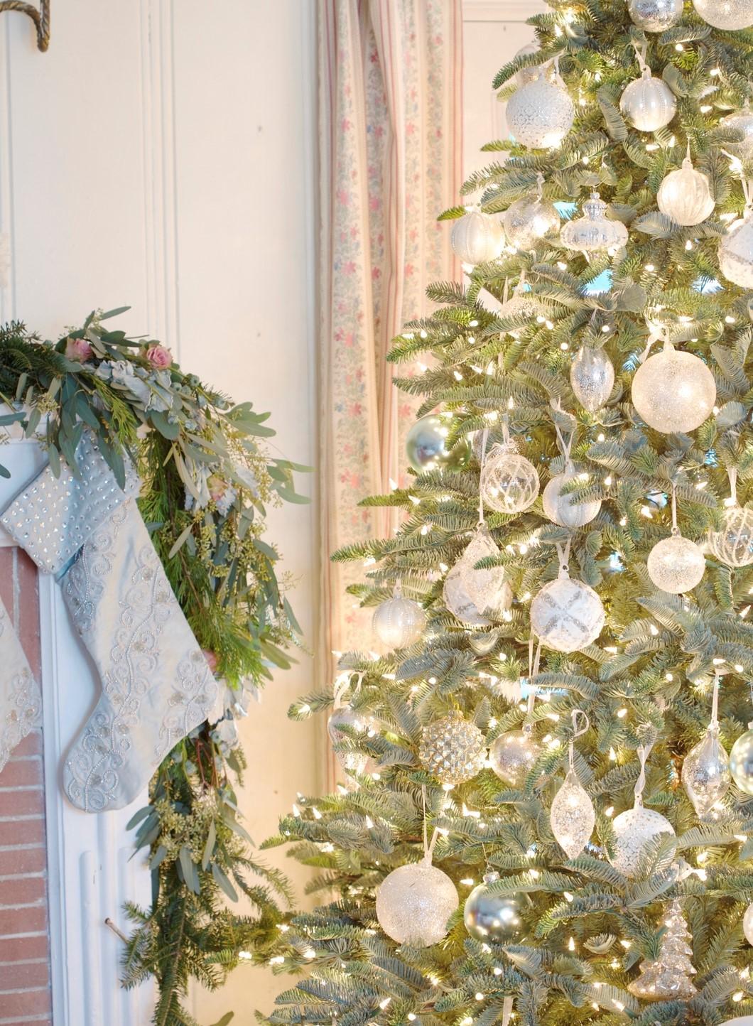 Vous pouvez également créer cet effet avec un arbre de Noël vivant classique.