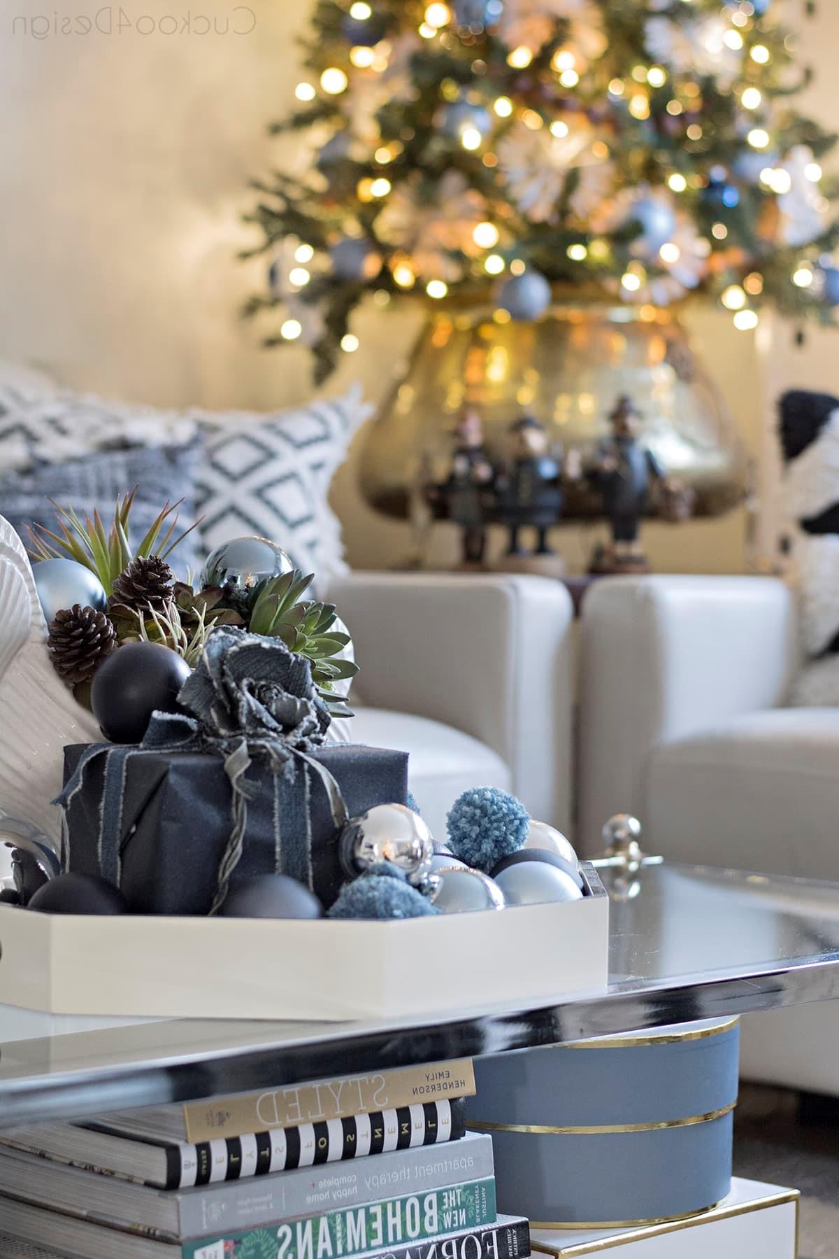 Choisissez différentes nuances de bleu pour votre sapin de Noël.