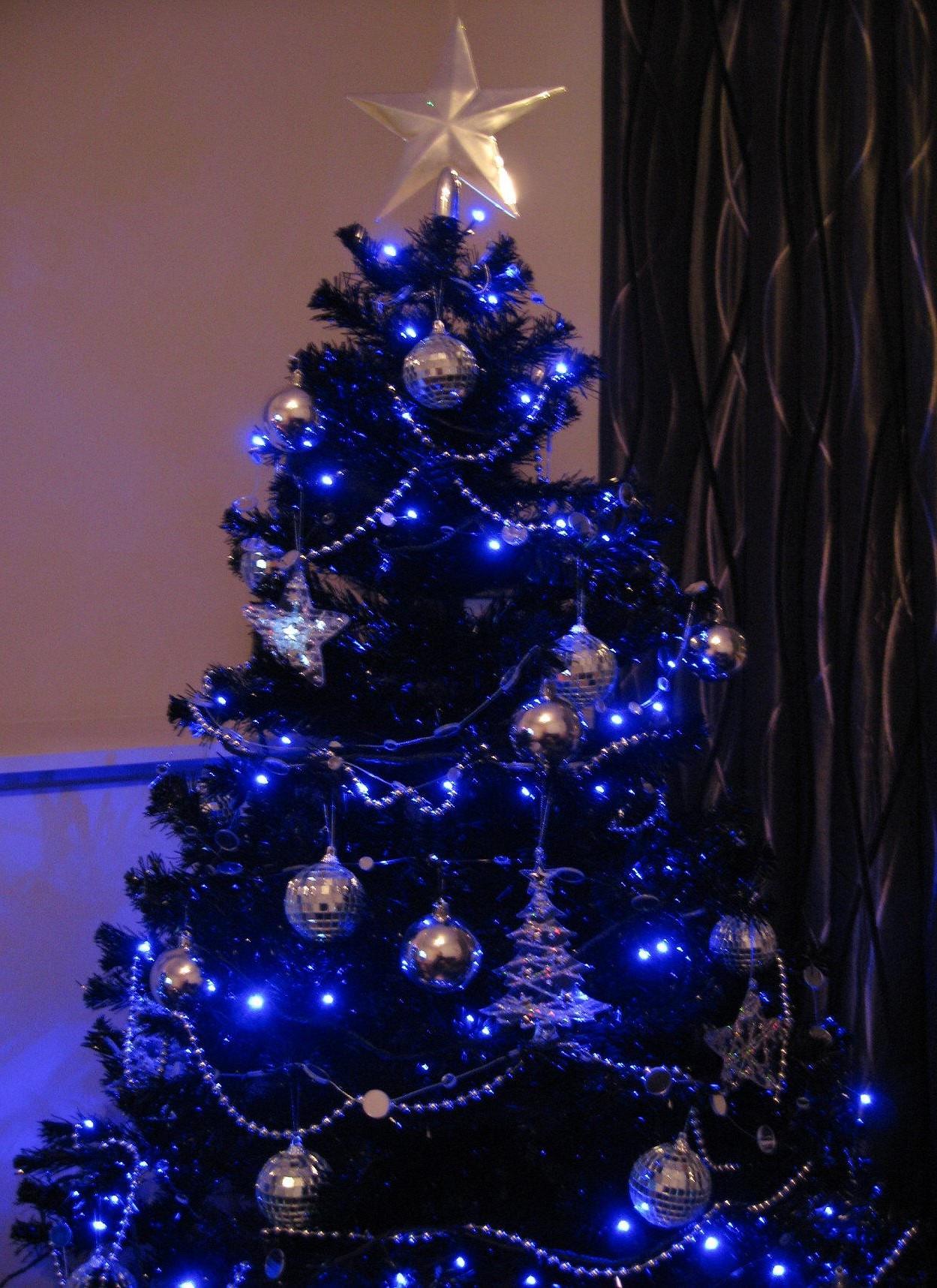 Les détails bleus peuvent également être sous la forme de lumières de Noël.