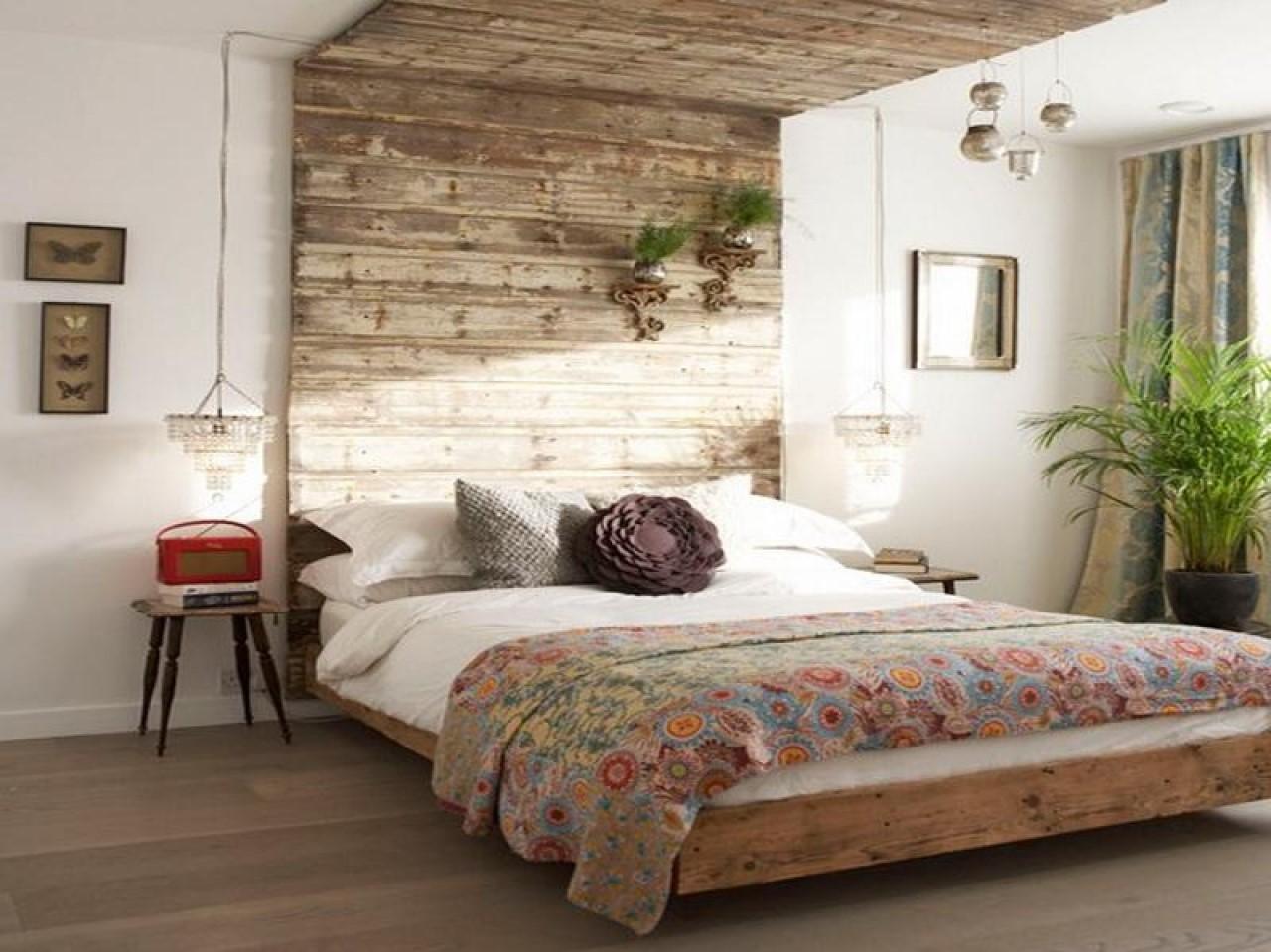 Tête de lit palette surdimensionnée.