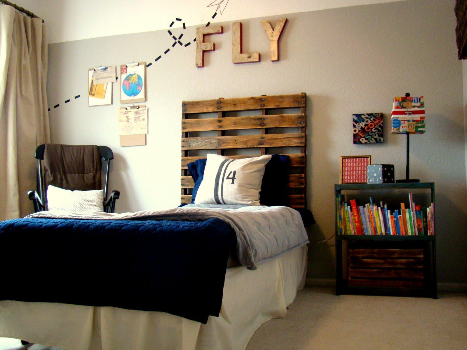 Tête de lit en palette pour un lit une personne.