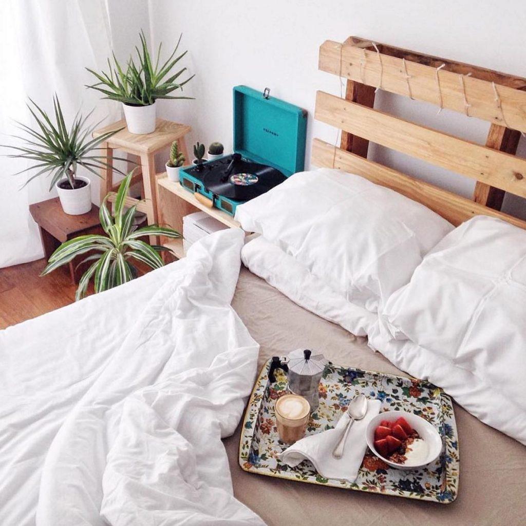 Tête de lit cool et moderne.